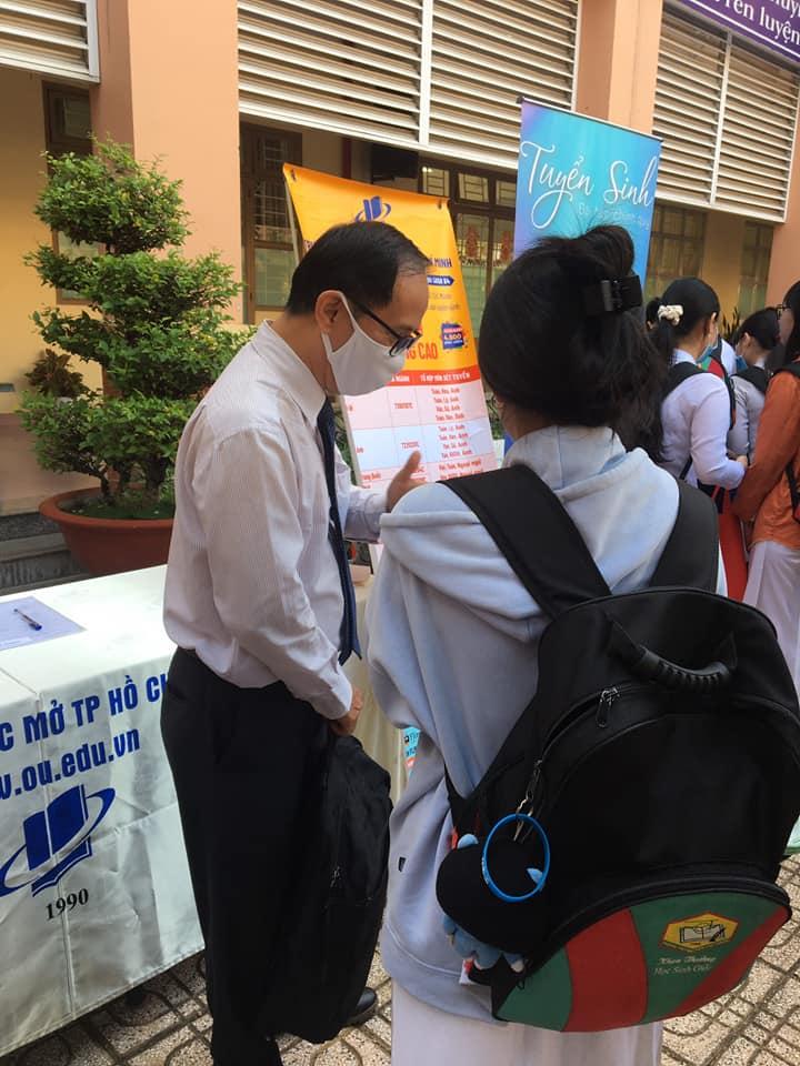 Tư vấn tuyển sinh tại THPT Bình Tân và THPT Nguyễn Chí Thanh